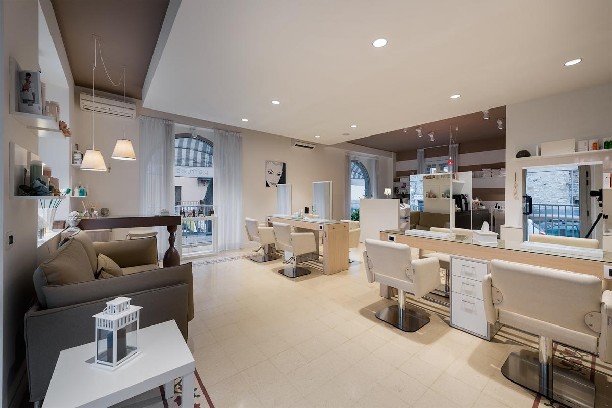 Arredamenti per saloni di parrucchiere e centri di for Arredamento estetica
